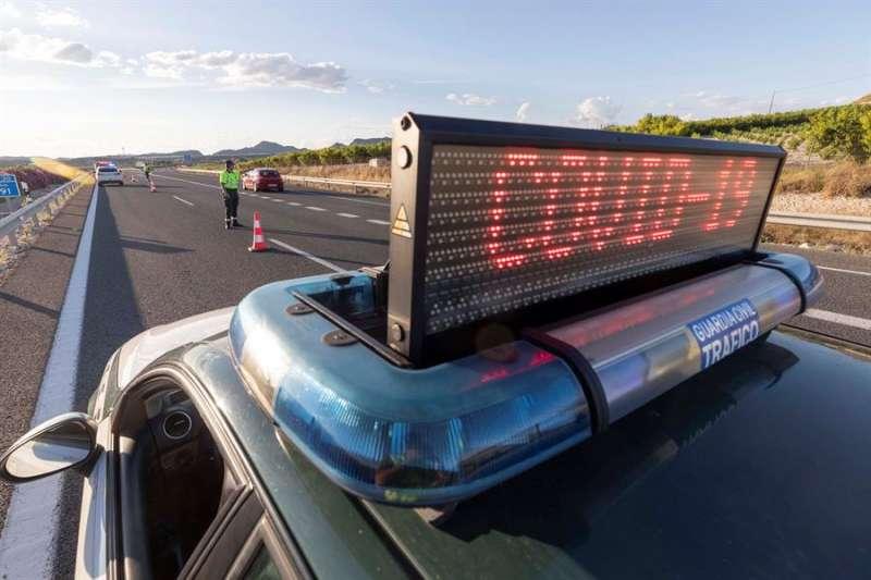 Vehículo dispositivo policial covid-19