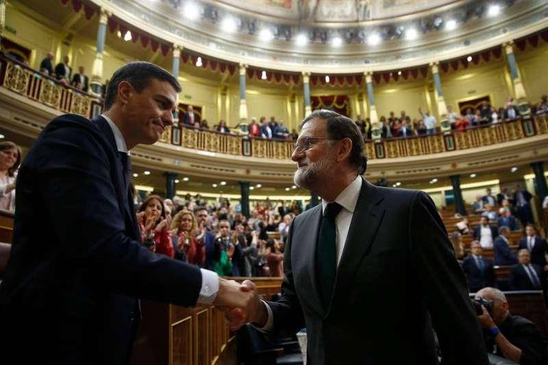 Pedro Sánchez y Mariano Rajoy en el Congreso. Foto Moncloa.