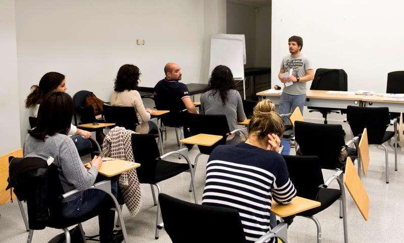 Un aula de una EOI valenciana. EFE