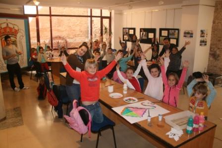Alrededor de 70 niños y niñas de edades comprendidas entre los 3 y los 11 años han disfrutado de la escola. FOTO: EPDA
