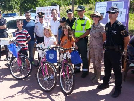 Los tres ganadores recibieron un diploma, una bicicleta y otros detalles. FOTO: EPDA