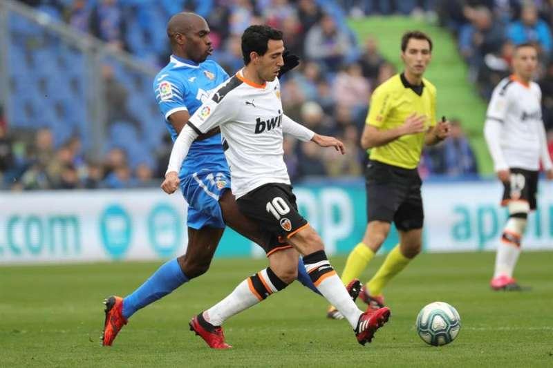 El centrocampista del Valencia Dani Parejo, durante un partido con su equipo. EFE/Archivo