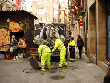 Trabajos de limpieza en las alcantarillas llevados a cabo por Ciclo Integral del Agua. Foto EPDA