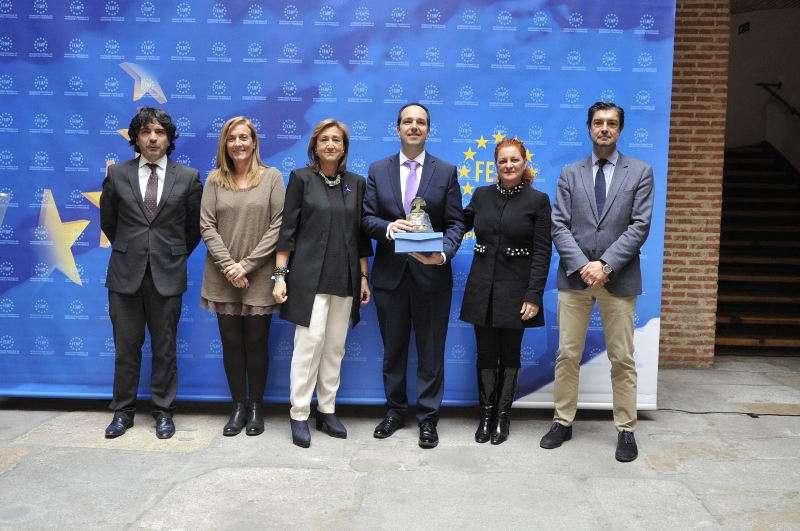 El alcalde de Aldaia, Guillermo Luján, recoge el premio. EPDA