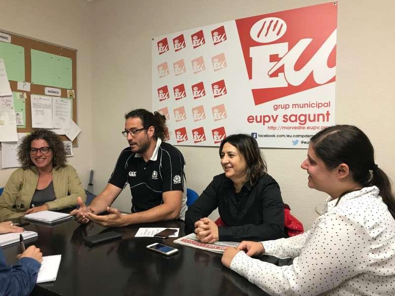 Guillermo Sampedro con Rosa Pérez Garijo, Mónica Caparrós y Roser Maestro. EPDA