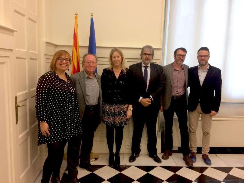 Mira i representants del Govern de Catalunya.