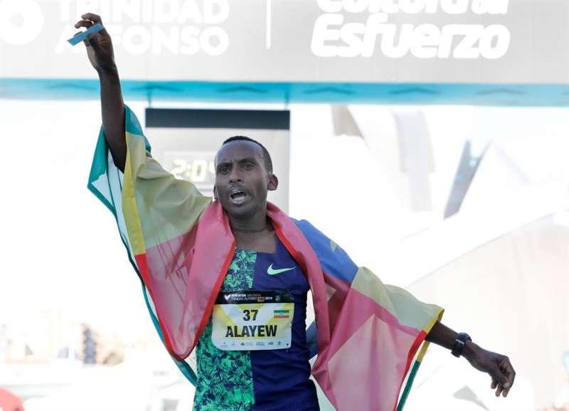 El corredor etíope Kinde Atanaw Alayew se impuso en el maratón de Valencia 2019. EFE/Archivo. Juan Carlos Cárdenas