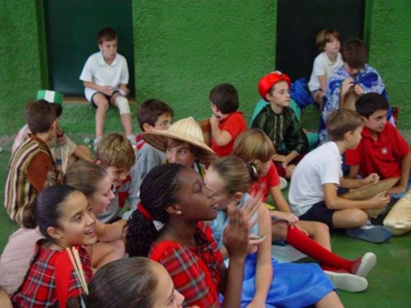 Los alumnos asisten a las presentaciones. EPDA
