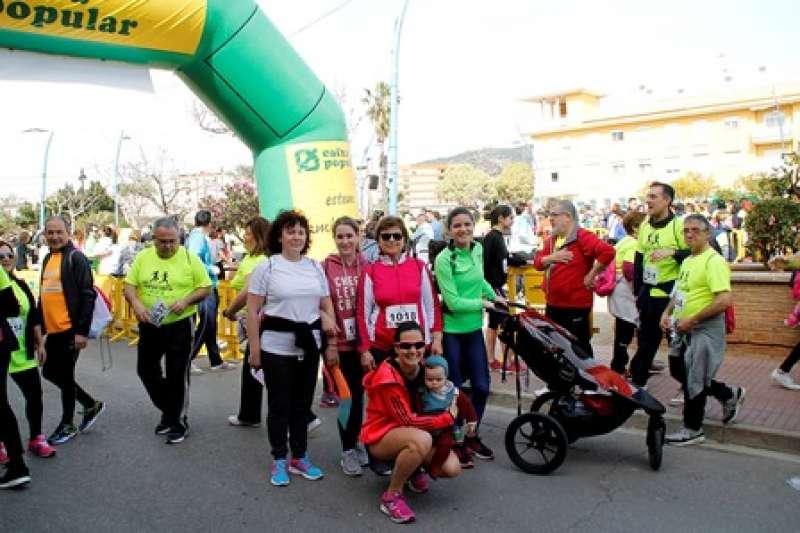 Algunos participantes en la marcha contra el cáncer. EPDA