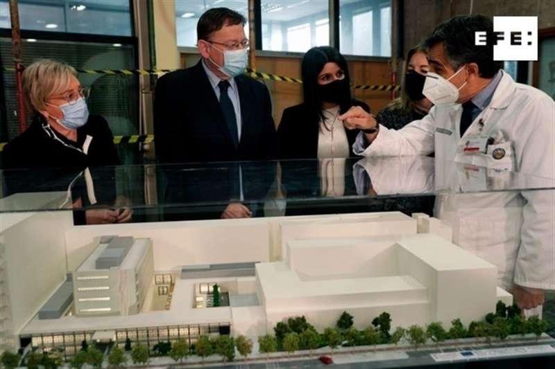 El president de la Generalitat, Ximo Puig y la consellera de Sanitat, Ana Barceló visitan las obras de ampliación del Hospital Clínico de València