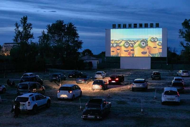 El autocine Drive-in de Dénia (Alicante) es la primera sala que reabre en España desde que se declaró el estado de alarma con las películas ?Los Minions? y ?Parque Jurásico?.EFE/ Natxo Frances