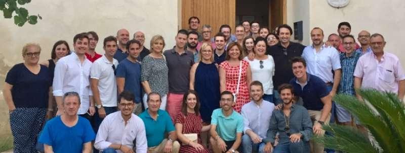 Bonig con el resto de representantes en Bellús. FOTO PPCV.COM