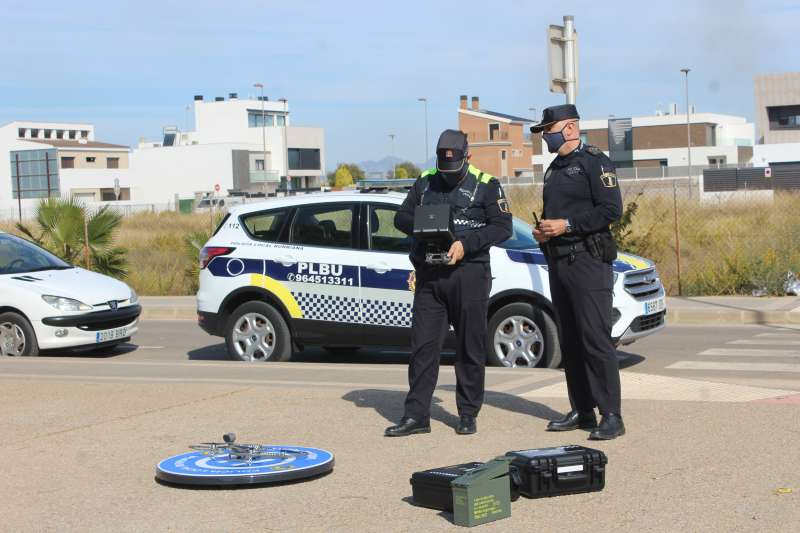 Policía con un dron