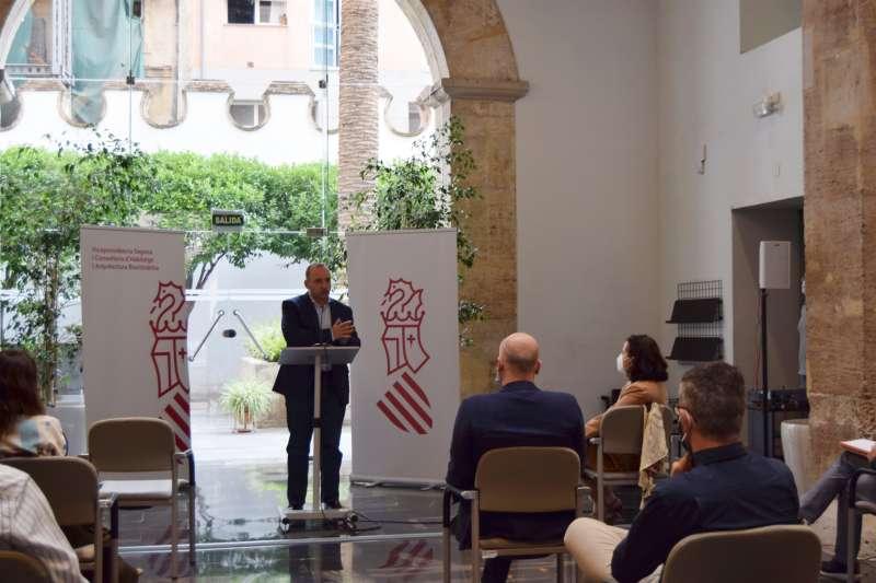 El vicepresidente segundo y conseller de Vivienda y Arquitectura Bioclimática, Rubén Martínez Dalmau. / EPDA
