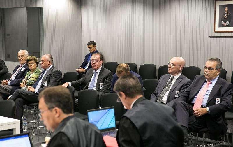 Sesión del juicio contra la éxcúpula de Banco de Valencia, entre ellos del ex consejero delegado Domingo Parra (4d), en la Audiencia Nacional. EFE/Archivo
