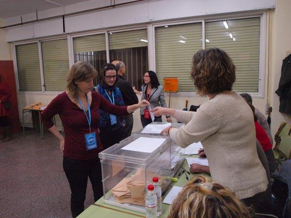 Laura Chuliá, votando en Benetússer. FOTO EPDA