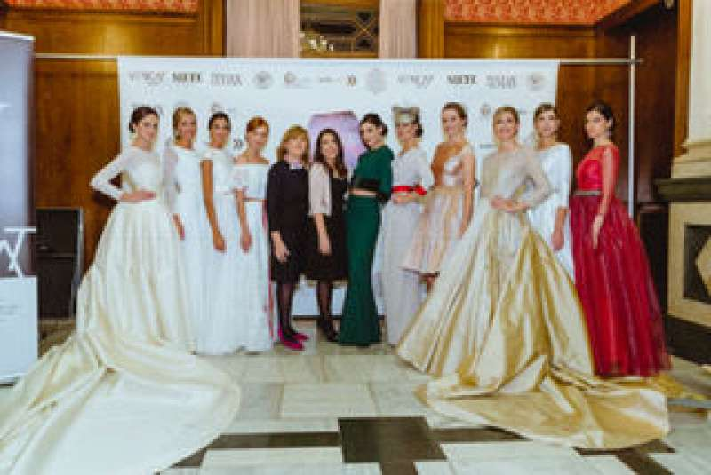 La diseñadora Rosa Blasco y sus modelos. EPDA