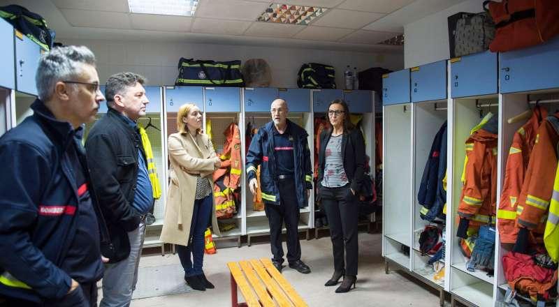 Imagen de la visita al parque de bomberos de Moncada. EPDA