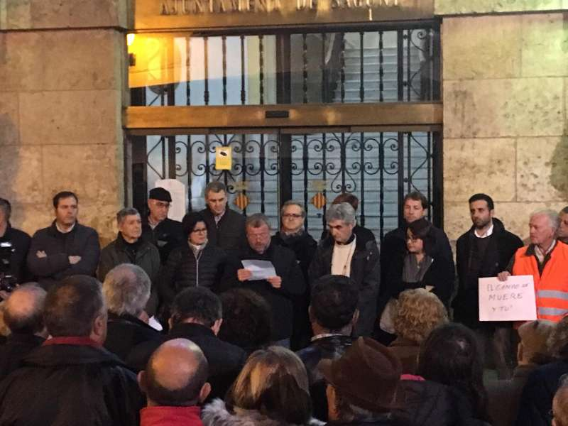 Concentración en defensa de la agricultura en el ayuntamiento de Sagunt. EPDA