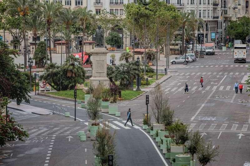 Vista general de la plaza del ayuntamiento durante las obras de peatonalización. EFE/Biel Aliño
