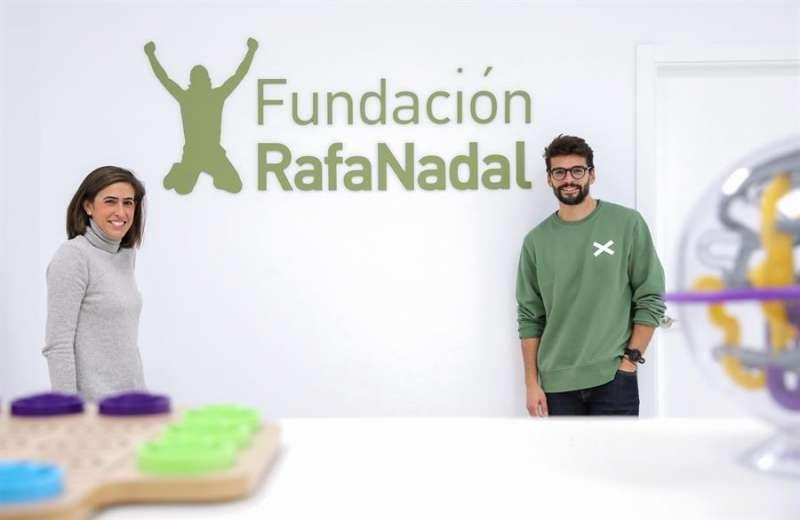 La responsable de Proyectos de la Fundación Rafa Nadal, Eunate Gómez, y el director del Centro Fundación Rafa Nadal de Valencia, Andrés Raga, durante la entrevista con EFE. EFE/Ana Escobar