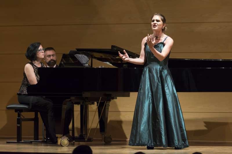 El curso Intensivo de Ópera está presentado por el Botón Conservatory. EPDA