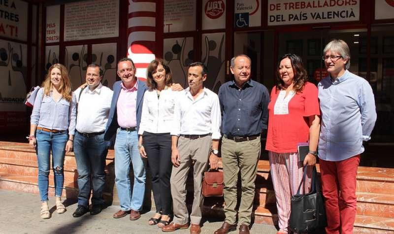 Los candidatos socialistas al Congreso de los Diputados por las tres provincias, Ana Botella, Julián López, Artemi Rallo y María Such, con responsables de la nueva ejecutiva de UGT-PV