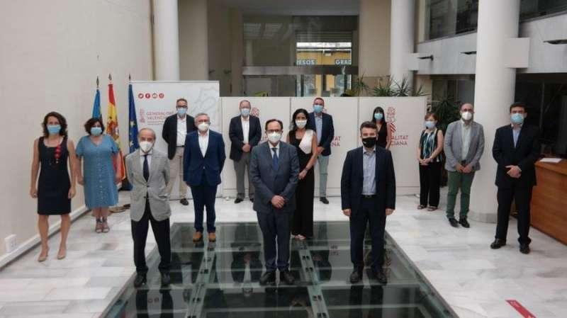 Imagen de la Generalitat de los miembros de la Comisión de Reforma Tributaria. EPDA.
