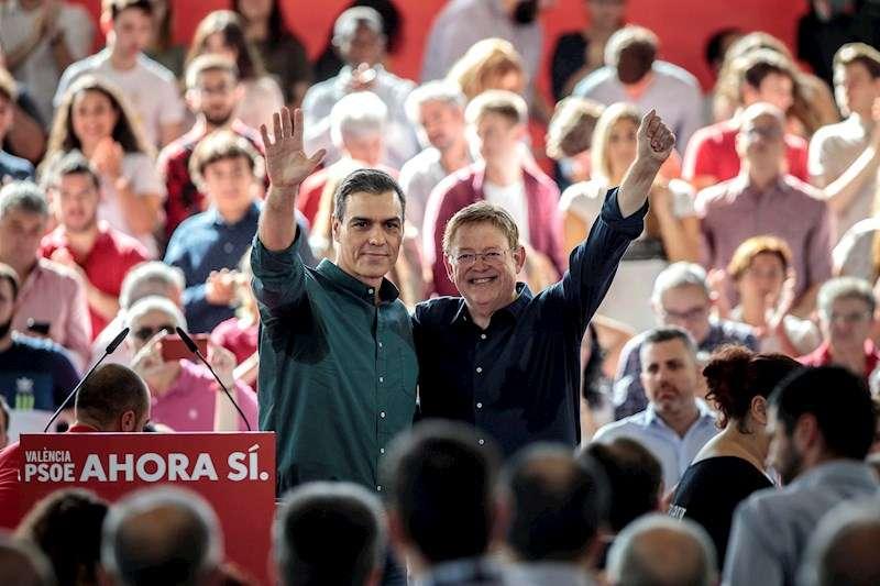 El presidente del Gobierno, Pedro Sánchez junto al secretario general del PSPV y president de la Generalitat, Ximo Puig. EFE