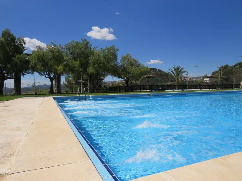 La piscina de Cárrica, a punto para su apertura.JPG