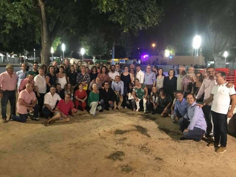 Foto de familia socialista en Sedaví el miércoles 12 de septiembre por la noche. FOTO EPDA