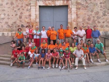 El grupo de senderistas en la Plaza de Algar de Palancia. Foto: EPDA