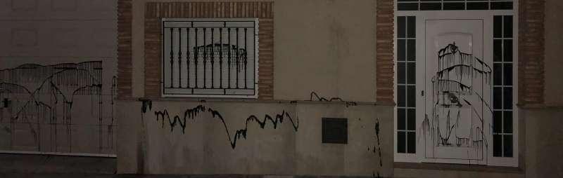 Pintadas en la fachada de la vivienda del alcalde de Vilamarxant