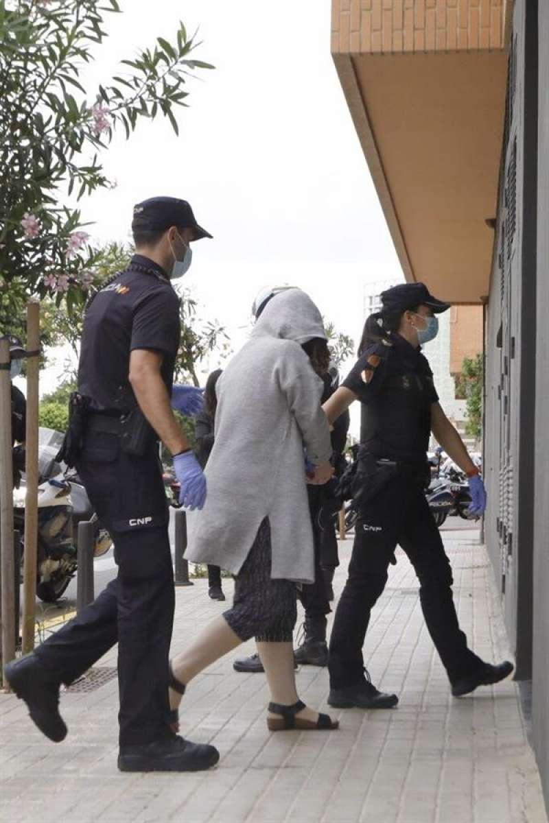 La mujer detenida el pasado martes por el asesinato de su marido discapacitado en Godelleta (Valencia), en una imagen de la semana pasada. EFE/Biel Aliño