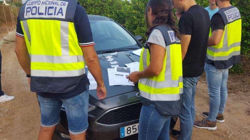 Foto cedida por la Policía Nacional del operativo contra la explotación laboral en Alicante.