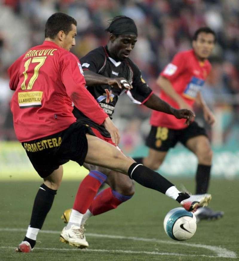Imagen de un partido de Liga en Son Moix entre el Mallorca y el Levante. EFE/Archivo