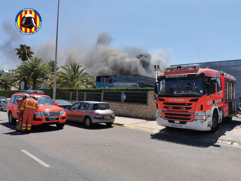 Imagen del incendio de una empresa química de Picassent (Valencia).