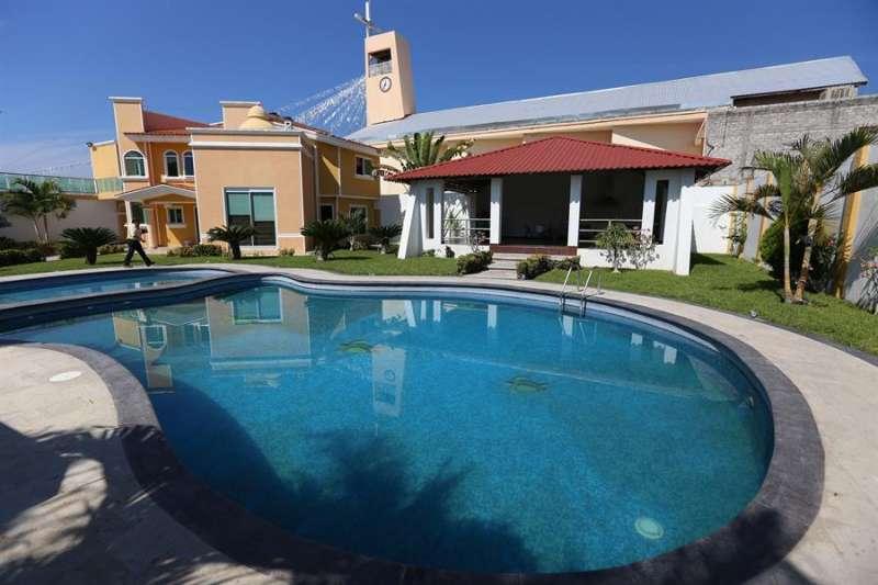 Imagen de una casa con piscina. EFE/Archivo
