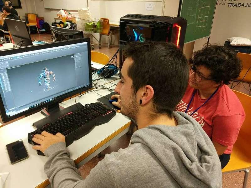 Un joven ante el ordenador. FOTO EPDA