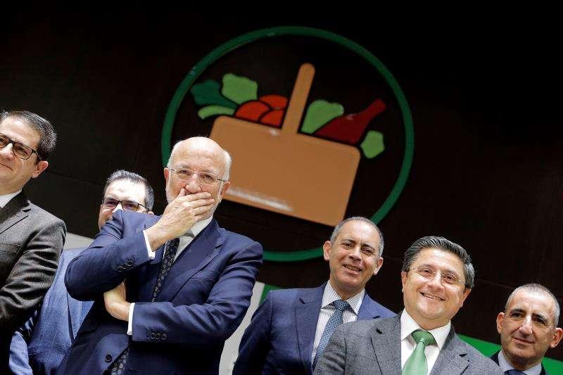 El presidente de Mercadona, Juan Roig (centro), junto a parte de su equipo directivo. EFE/Archivo