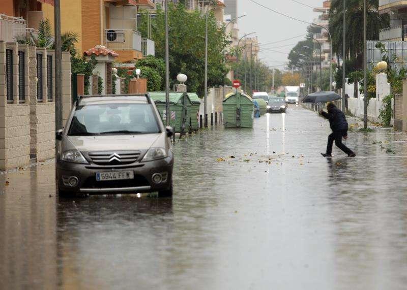 Una calle de Gandía inundada por las luvias. EFE/Archivo
