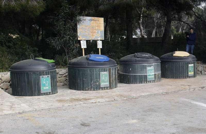 Zona de contenedores de Moraira donde fue encontrado el cadáver de la mujer. EFE/MORELL