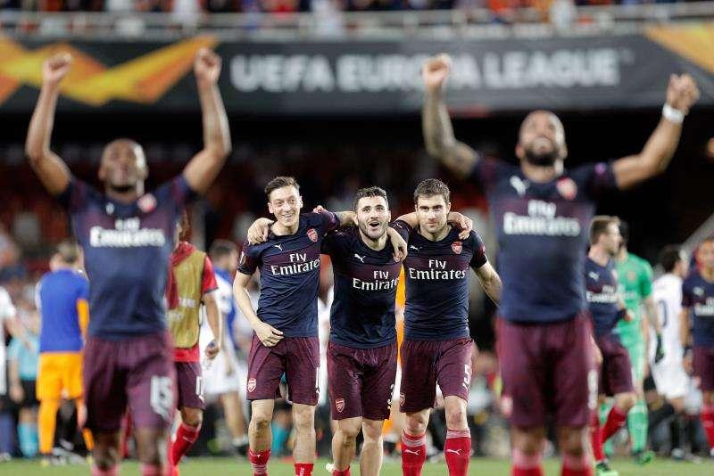 Los jugadores del Arsenal celebran su pase a la final de la UEFA Europa League. EFE