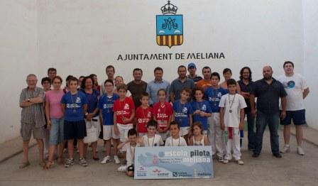 En la entrega estuvo el concejal de deportes, Javier Monsoriu y el responsable del Club de Meliana, José Orts así como familiares, técnicos y amigos de los jugadores. Foto: EPDA.