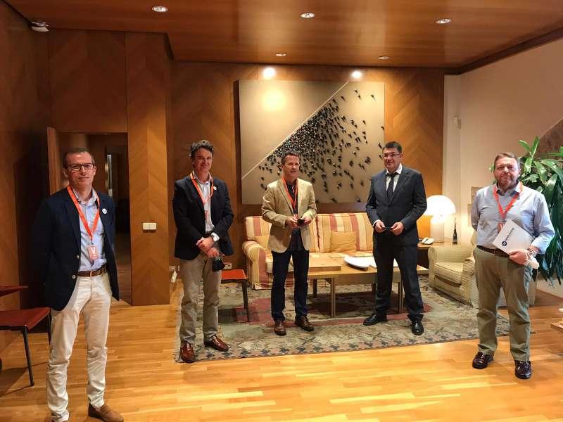 Encuentro entre Demòcrates Valencians (DV) y el portavoz de EAJ-PNV en el Senado, Jokin Bildarratz.