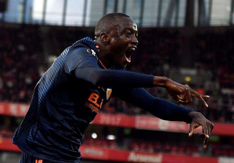 Mouctar Diakhaby del Valencia celebra un gol. EFE/Archivo