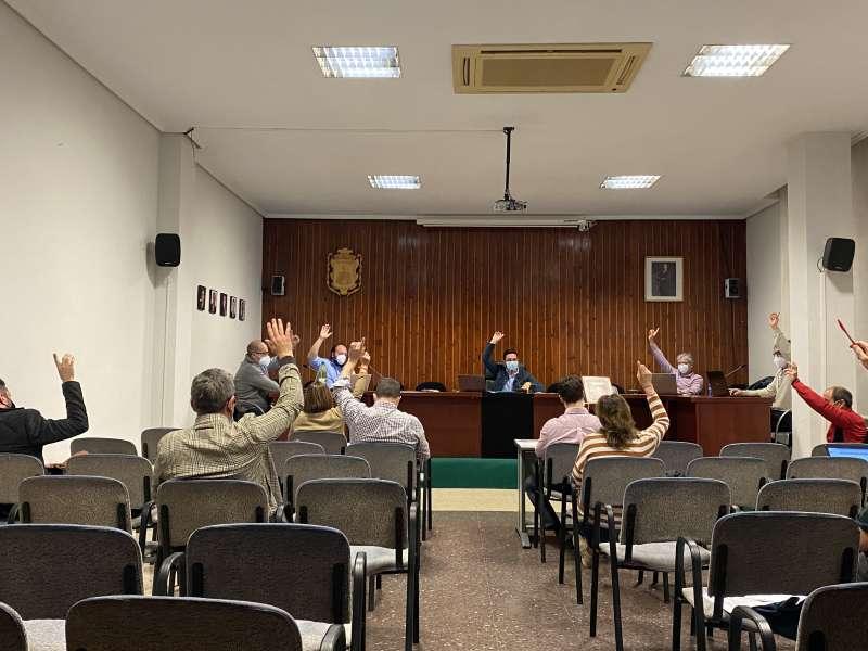 Votación en el pleno de Vilamarxant. / EPDA