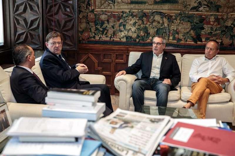 Imagen de archivo de una reunión del president de la Generalitat, Ximo Puig, con los dirigentes de la CEV, CCOO-PV y UGT-PV. EFE