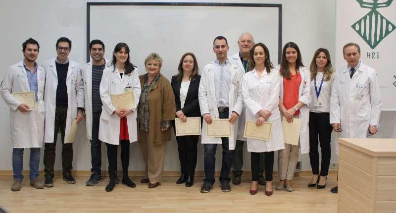 La diputada de Bienestar Social, Mercedes Berenguer, junto a los premiados. EPDA