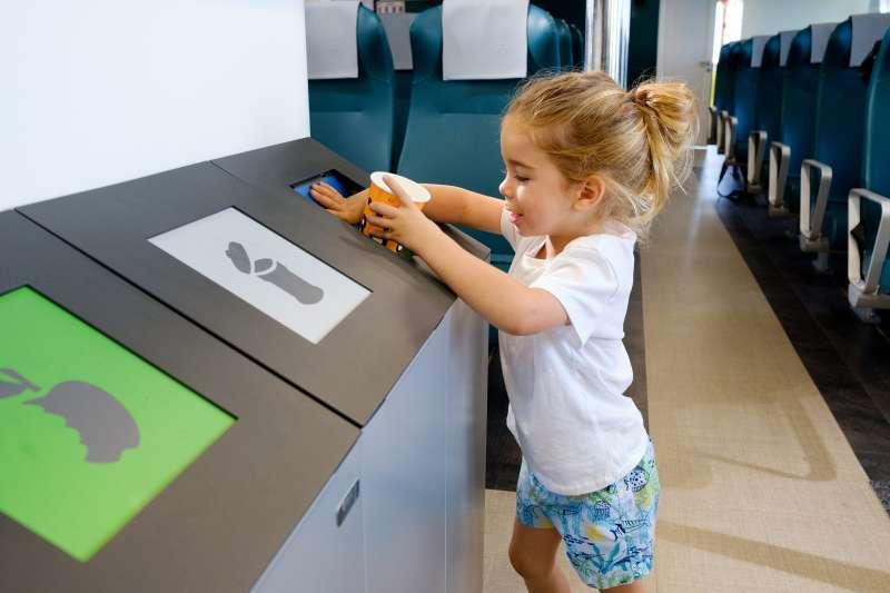 Uso de materiales biodegradables en los espacios de la naviera Baleària.